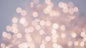 webagentur-mw - das bild zeigt leuchtende punkte in goldtönen